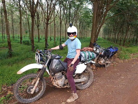 Пномпень, Камбоджа: Mr Douglas Twigge - Saigon motorbike tours to Phnompenh 7 Days   This 7 days #Saigon #Motorbike Tour to #Angkor #Phnompenh via #Mekong Delta gives you a chance to ride bike & boat trips to visit both #Vietnam, #Cambodia with stunning landscapes of Mekong River, people, typical cultures & traditions ✅ JOIN US NOW : http://bit.ly/2TWnTd2