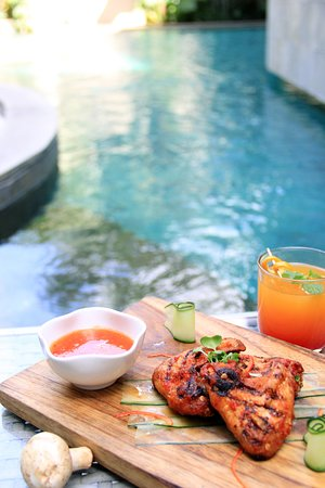 Tablespoon Coffee House: Snack at Pool Bar