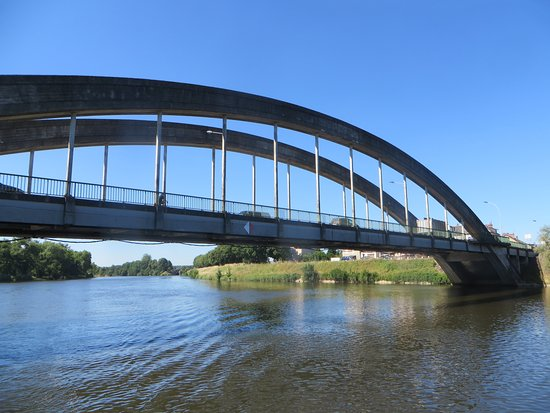 The main town bridge on Blvde Voltaire/D978A. You pass under this from the port to the Canal du Nivernais.