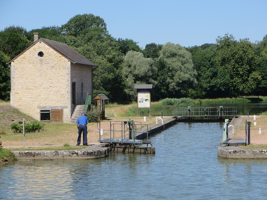Canal du Nivernais: First lock - Ecluse de Loire (#35) with the lock-keeper (le gardien de l'ecluse) waiting for us to enter. During the four days afloat, lock-keeping was prompt, fast, efficient.