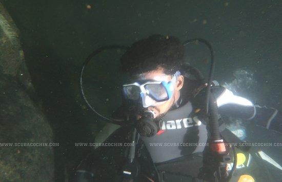 Коччи (Кочин), Индия: Night dive in fresh water quarry...