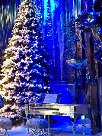 Harry Potter Tour of Warner Bros. Studio in London: Decorated for holidays