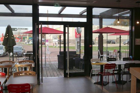 A la Bonne Heure: La terrasse extérieure