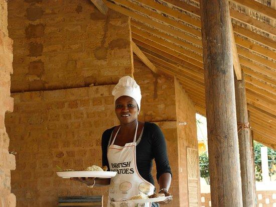 Nuestra cocinera Mama Cisse