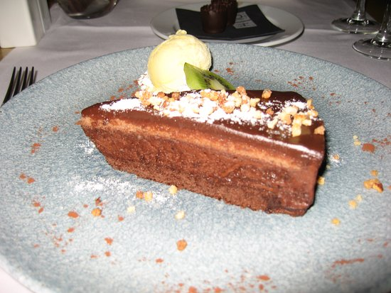 H10 Timanfaya Palace: chocolate cake