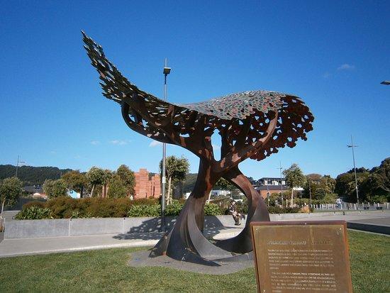 The UK/NZ war memorial sculpture, Wellington