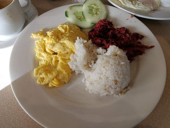 MO2 Westown Hotel Bacolod - Downtown: Filipino Breakfast - Tocino and Scrambled eggs