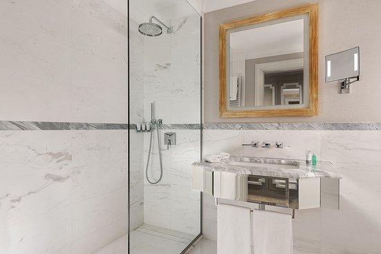 The Westin Palace, Milan: Deluxe Contemporary - Bathroom