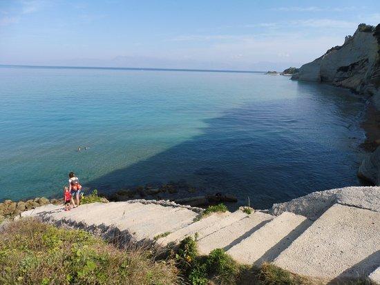 Loggas Beach: Weg nach unten zum Strand