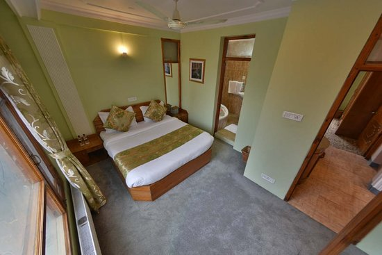 Interior - Picture of OYO 12201 Shuhul Resorts, Srinagar - Tripadvisor