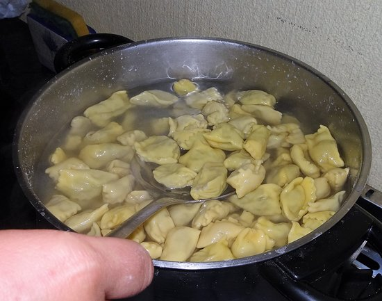 Merana, Ιταλία: The creation of the best ravioli in the world <3
