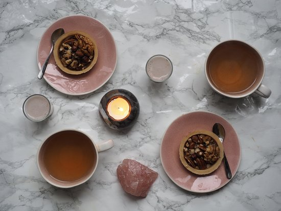 Les Petites Patisseries Raw & Vegan: nut tartelettes