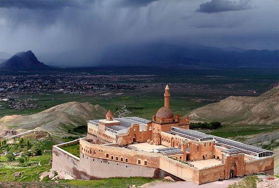 Insight Travel: Ishak Pasha Palace, Dogubeyazit