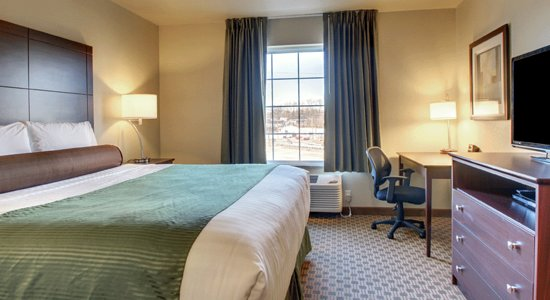 Oberlin, Κάνσας: Relax in the King Room that has a desk, dresser for unpacking, TV and so much more.