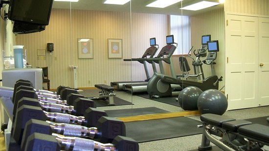 Hawthorn Suites by Wyndham Vienna/Tysons Corner: Brand name equipment in 24-hour fitness room