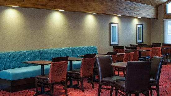 Hawthorn Suites by Wyndham Vienna/Tysons Corner: Complimentary breakfast and weekly evening reception