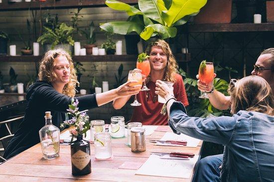 Mimosas y Brunch los Sábados y Domingos.