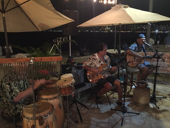 Live music as the Barefoot Beach cafe as we dined.