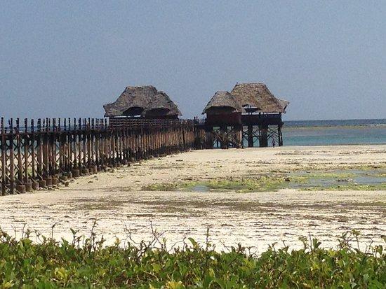 Dongwe Club: Pontile con la bassa marea