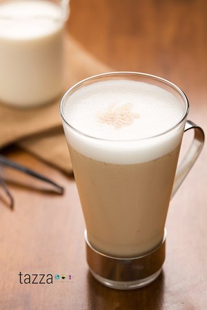 Tazza Cafe and Patisserie, Lahug: Vanilla Latte with a shot of Espresso