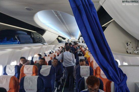 China Eastern Airlines: 이용객은 방글라데시인들이 엄청난 양을 차지하는 듯. 쿤밍-다카 구간을 동방항공만이 운항하고 있어서인듯 하지만 중국인 사업가들도 적지는 않다.