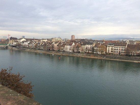 Rheinufer Basel: Zum joggen geeignet