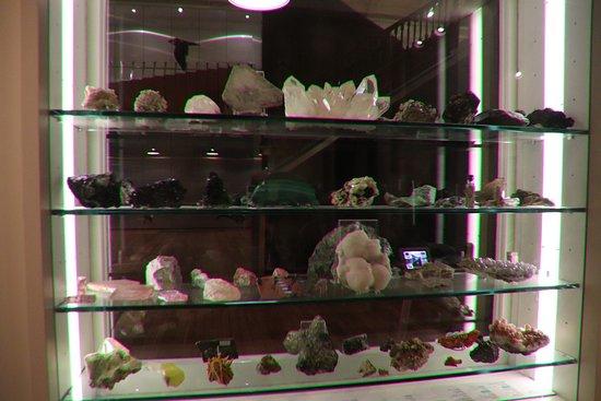 Tasmanian Museum and Art Gallery: More rocks