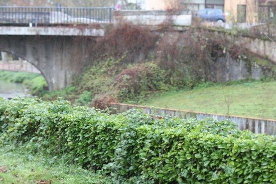 Champforgeuil, France: Le chemin du moulin est joli à voir, il s'agit d'un ancien moulin à eau