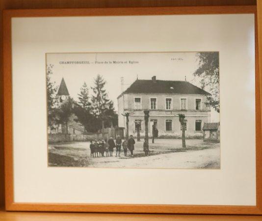 L'ancienne mairie de Champforgeuil - A ce jour il y a un monument aux morts