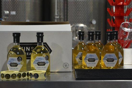 Кинсейл, Ирландия: Bottles of mead from the Kinsale Mead Co.