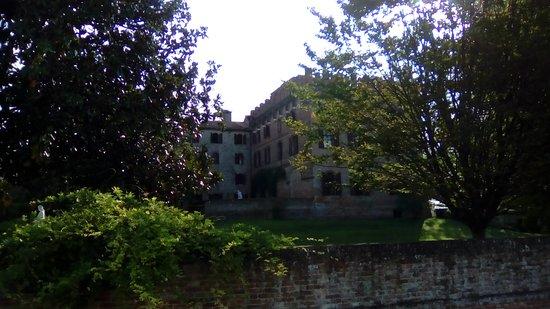 Il Castello di Stigliano: S. Maria di Sala (VE) - Castello di Stigliano - risale al 1100 circa, di proprietà privata è adibito a ristorante. Il parco è verde e rilassante, all'interno conserva degli affreschi. Ottima cornice per banchetti.