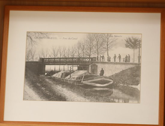 Champforgeuil, Франция: Le pont du canal du centre, jolie balade car il y a une piste cyclable qui longe ce canal