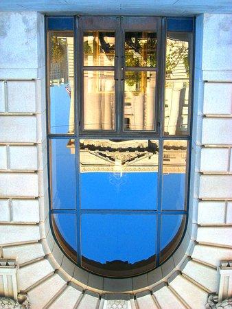 War Memorial Opera House: Reflective