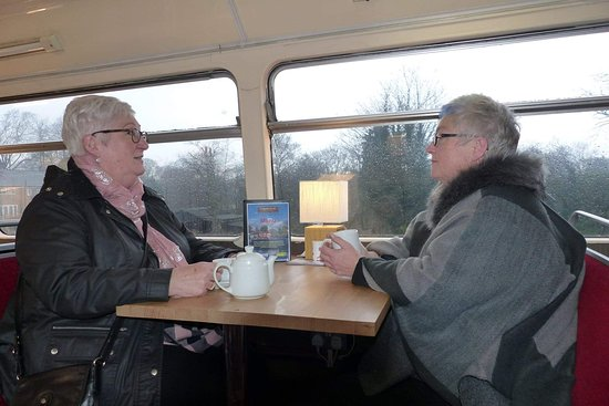 The Boatyard Bus Cafe: Enjoying a cup of tea and a natter...what it's all about!!