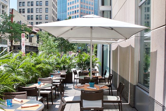 Andys Wine Bar: Andys Wine Bar patio along Fifth Avenue
