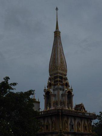 Ват Чалонг: Das Dach des mehretagigen Tempels