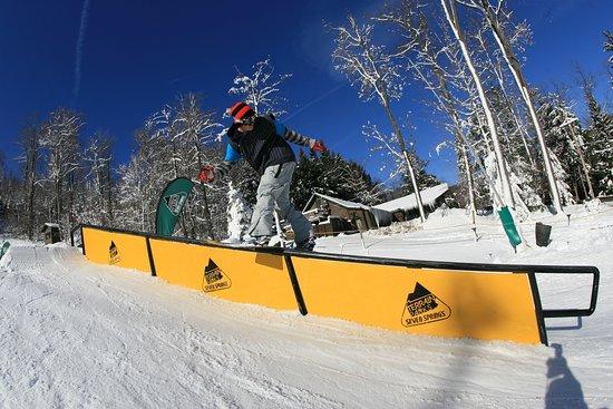 Laurel Highlands, เพนซิลเวเนีย: Show off your skills at Seven Springs' terrain park