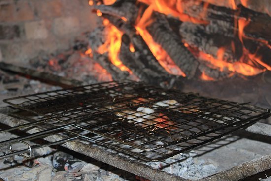 Hoteli Gjuetise: Grilled food