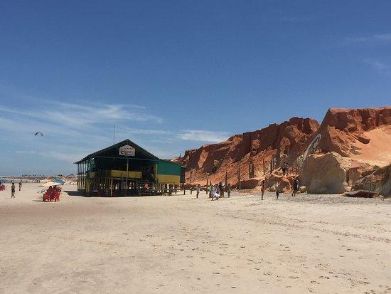 Praia de Canoa Quebrada que dista 160 Km de Fortaleza e que é uma belíssima atração turística.