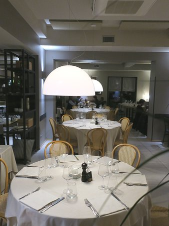 Ristorante Gnocchetto: Arrive on the early side to select your own table.
