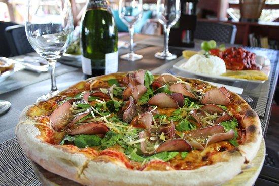 Restaurante Primaluna Beach: Pizza con rucula y bresaola