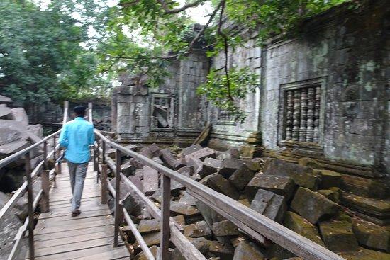 Beng Mealea: walkway through ruins
