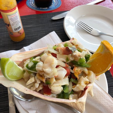 Dali Rotisserie & Grill: Amazing flavors and presentation.  You have to try the Conch salad!!!!