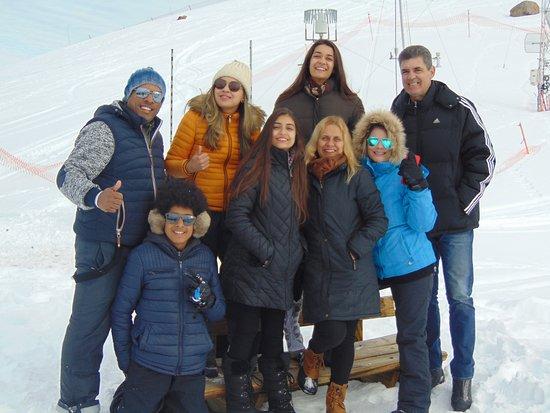 Долина Невадо, Чили: Nuestros pasajeros disfrutando en valle nevado, en medio de la cordillera de los andes a 3000 metros de altura