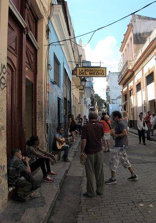 Taxi Nacho Cuba: Havana Steetscape