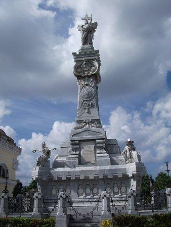 Taxi Nacho Cuba: Firefighter Memorial