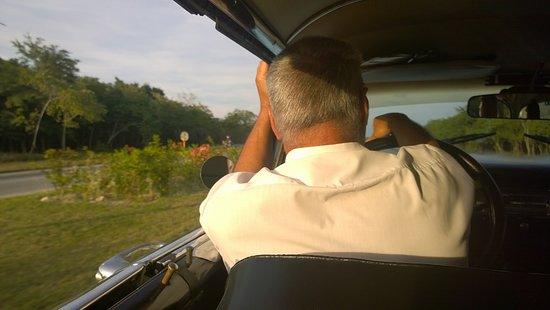 Taxi Nacho Cuba: Driver Luis