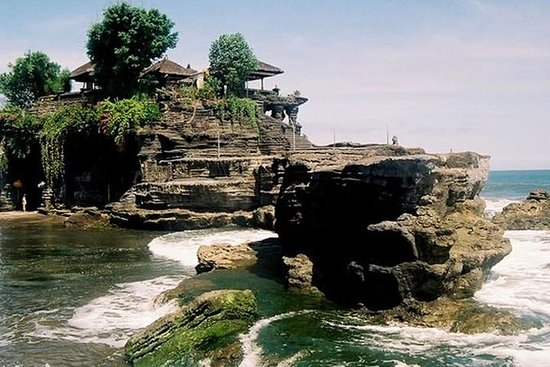 Pilgrimage Temple of Ulundanu ( Lake...