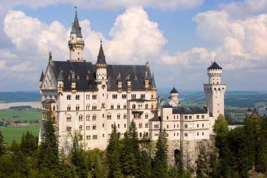 Royal Castles Tour from Frankfurt...