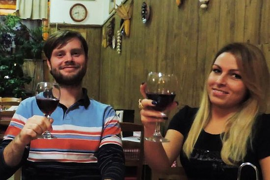 结合语言和文化课程的私人传统匈牙利午餐体验
